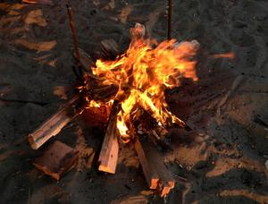Comment faire un feu de camp affichage Faux Utilisation de feux rouges de Noël