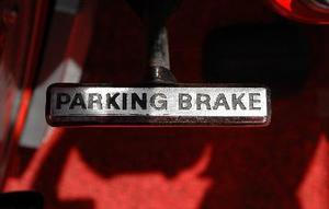 Comment régler le frein de stationnement sur un Chevy Silverado 2001