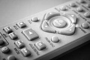 Comment puis-je programmer ma télécommande JVC DVD pour travailler pour mon téléviseur?