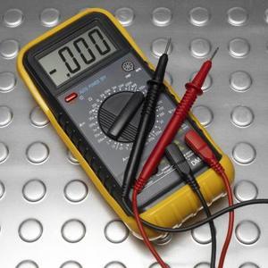 Comment utiliser un multimètre pour tester une prise électrique