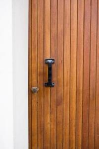 Comment faire pour supprimer polyuréthane De portes en bois