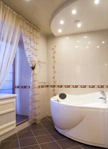 Comment installer des panneaux dans une salle de bains