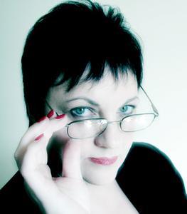 Coiffures pour les dames avec des lunettes