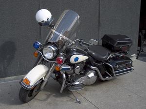 comment nettoyer un pare brise en plexiglas sur une moto. Black Bedroom Furniture Sets. Home Design Ideas