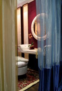 Comment utiliser des rideaux dans une porte comme un diviseur Chambre