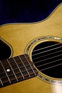 Comment concevoir votre propre guitare acoustique en ligne