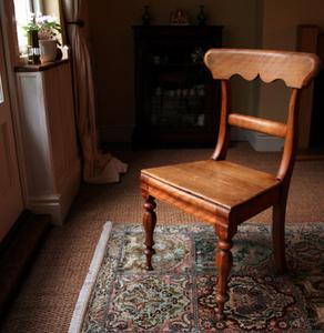 Comment fixer un support pour les pieds de chaise