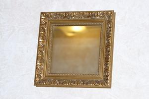 Comment fixer un cadre en bois à un miroir