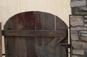 Comment construire une porte double sur un sol inégal