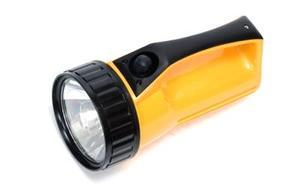 Comment faire pour installer une batterie de six volts dans une lampe de poche