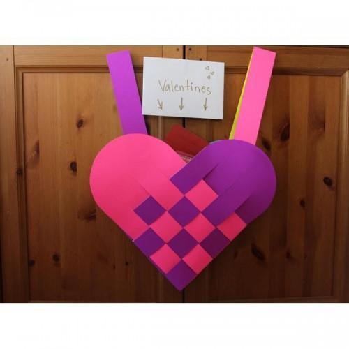 Faufilez-vous l'amour dans un sac en forme de coeur pour les cadeaux de votre Saint-Valentin