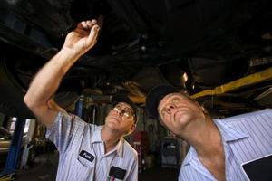 Comment remplacer le frein de stationnement dans une Ford Explorer