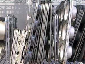 Comment puis-je enlever les taches de casseroles en aluminium?