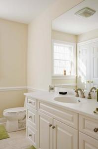 comment faire un cadre en bois pour un miroir de salle de bains. Black Bedroom Furniture Sets. Home Design Ideas