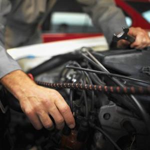 Comment puis-je remplacer le radiateur sur une BMW 325Ci 2001?