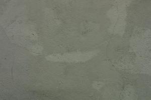 Comment versez une couche de nivellement du béton sur le vieux sol en béton existante inégale