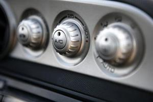 Comment charger le système AC pour un Chrysler Town & Country