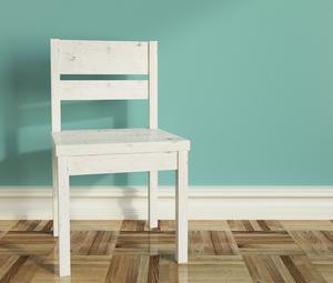 Comment peindre vieilles chaises de cuisine