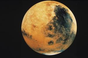 Quelle planète a Olympus Mons, le plus grand de montagne dans le système solaire?