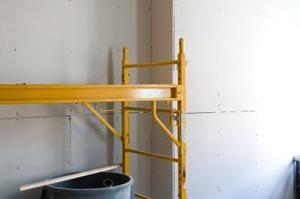 Comment utiliser une échelle ou un échafaudage sur les escaliers
