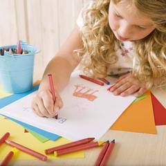 Étapes de développement artistique que les jeunes enfants progrès grâce de l'enfance à 4e année