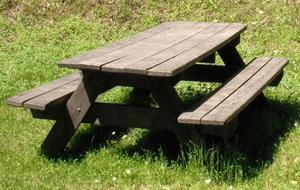 Les plans pour faire une table de pique nique en bois - Fabriquer une table de picnic en bois ...