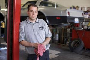 Comment réparer une charnière de porte Jeep Cherokee