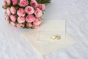 Comment créer des cartes pour les invitations de mariage