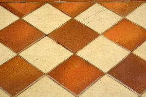 Comment faire pour mettre les carreaux de céramique sur Terrazzo