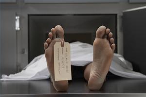 Comment travailler dans une morgue
