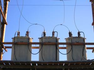 Comment calculer ampères dans un circuit triphasé