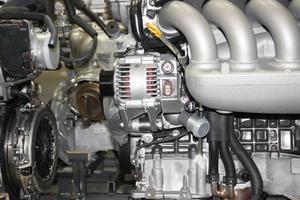 Comment changer l'alternateur dans une Ford Ka