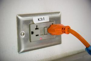 Comment installer des prises électriques sur une île de cuisine