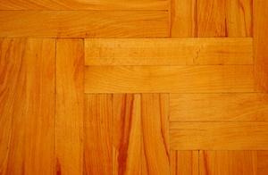Entretien et maintenance d'ingénierie en bois franc