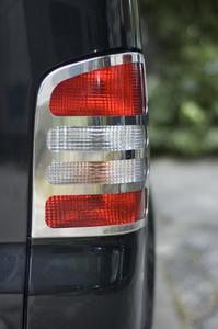Comment remplacer l'ampoule feu de freinage sur une Dodge Grand Caravan