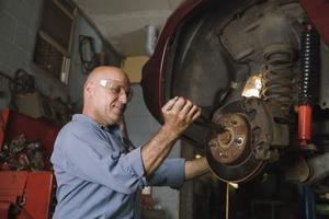 Comment une Ford frein rotor est fixé?