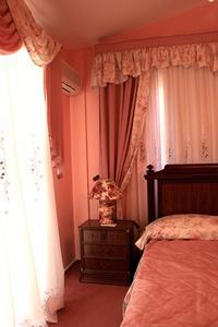Quelles couleurs aller avec murs de la chambre rose?
