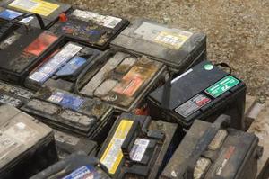 Comment faire pour supprimer la corrosion de la batterie de voiture