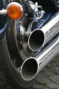 Comment faire pour supprimer les chicanes d'échappement sur une Harley-Davidson