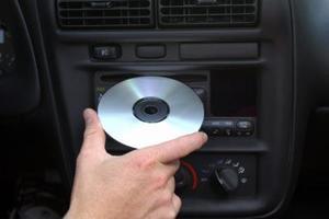 Comment faire pour remplacer la chaîne stéréo dans une Ford Taurus SE