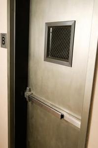Comment repeindre une porte en aluminium