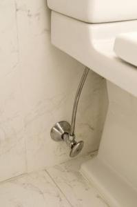 Comment faire pour installer une connexion de l'eau pour une toilette