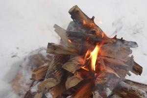 Comment faire un feu de camp factice pour l'intérieur