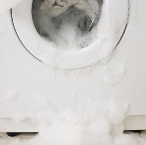 Comment faire pour exécuter la conduite d'eau d'une machine à laver Grâce à un évier