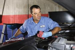 Comment remplacer un thermostat sur une Chevy Malibu 2001