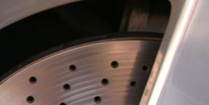 Comment remplacer les freins sur un Chrysler Town & Country 2005