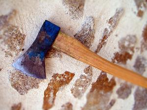 Comment couper du bois avec une hache - Couper bois avec meuleuse ...