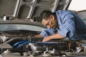Comment puis-je installer un essence Ford F250 Serpentine Belt?