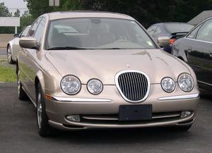 Comment la transmission fonctionne dans une Jaguar S-Type