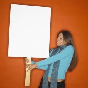 Comment faire une affiche à la main Porté